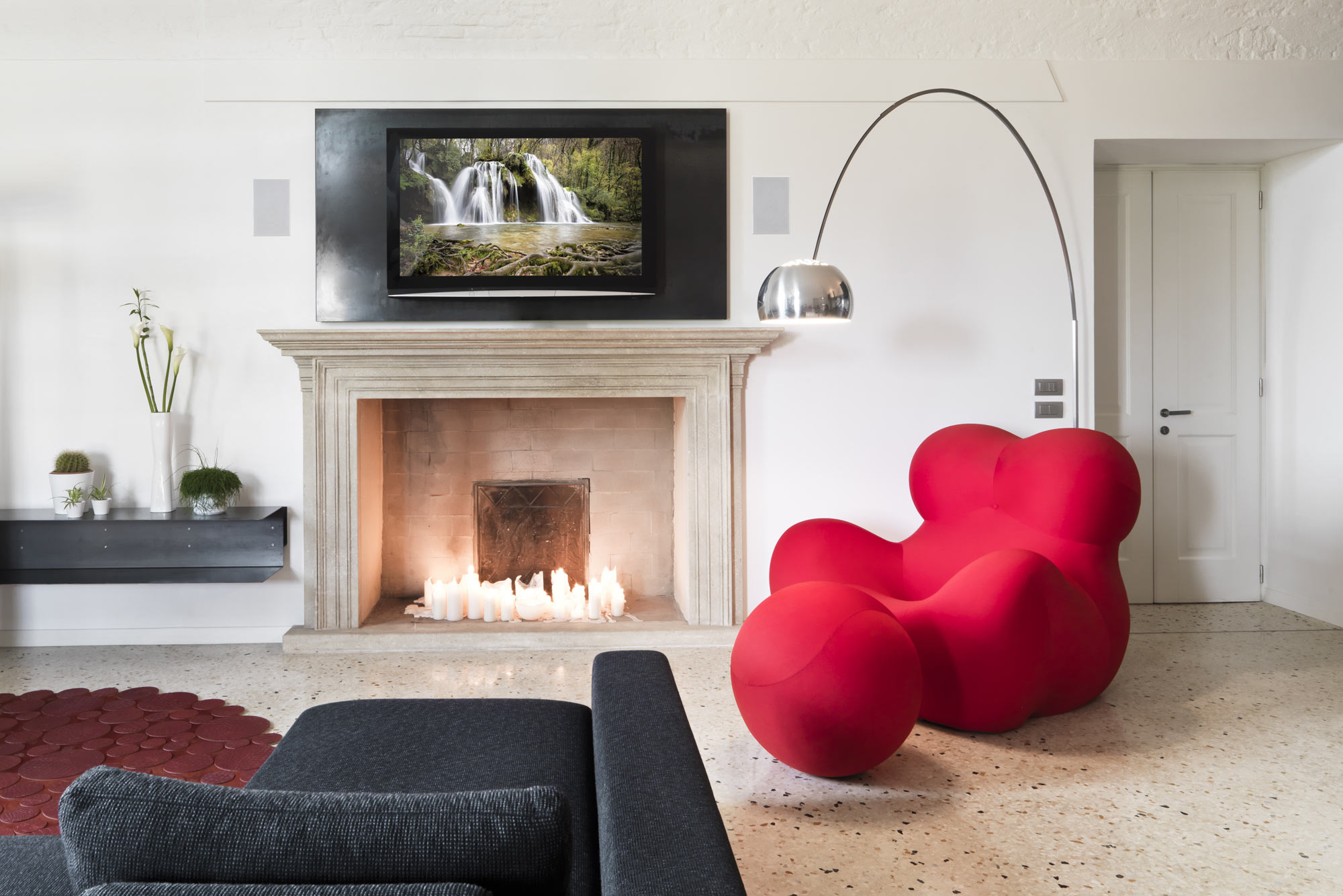 Waterfall_In_Wall_Salon_Red_SD